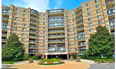 Building, 8370 Greensboro Dr 806, 1