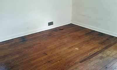 Living Room, 8 Thompson Cir, 1