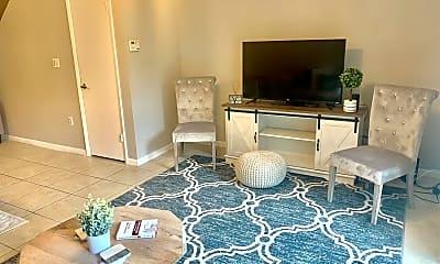 Living Room, 824 Jeffery St, 1