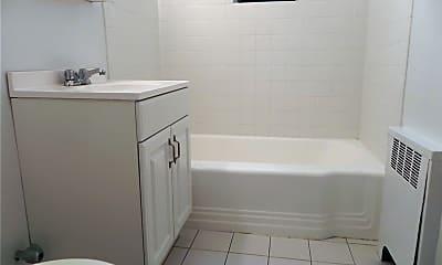 Bathroom, 11 Welwyn Rd 2I, 2