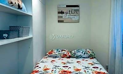 Bedroom, 134 W 46th St, 2