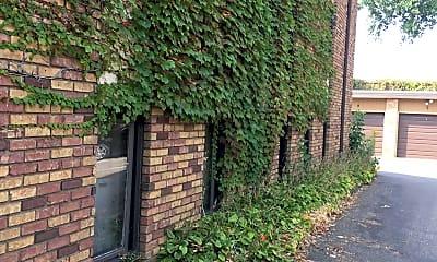 Eustis Apartments, 2