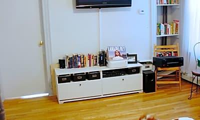 Living Room, 118 Elm St, 1