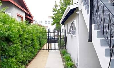 Building, 3005 Normandie Ave, 2