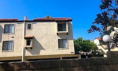 Las Brisas Apartments, 2