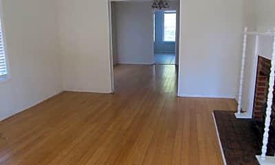 Living Room, 918 Merry St, 1