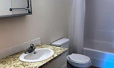 Bathroom, 2560 Montclair Ave, 2
