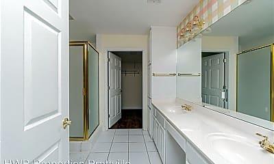 Bathroom, 8200 Wexford Trce, 2