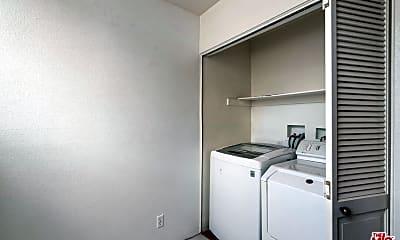 Kitchen, 3675 Keystone Av 4, 2