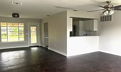 Living Room, 250 Thorain Blvd, 1