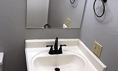 Bathroom, 1044 Columbus Cir N, 2