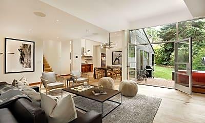 Living Room, 411 W Francis St, 0