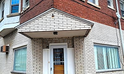 Building, 1326 Jackson St, 1