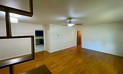 Living Room, 2502 S Kickapoo Ave, 1