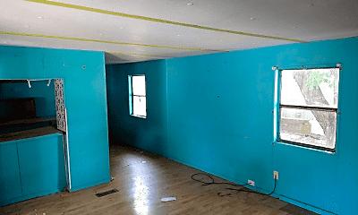 Living Room, 3210 E MacArthur Rd, 1