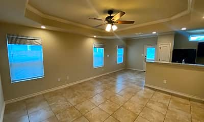 Living Room, 6918 Lakeview Dr 101, 1