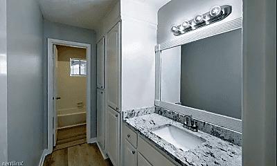 Bathroom, 1169 Ferncrest Dr, 2