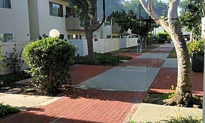 Torrance Gardens Apartment, 2