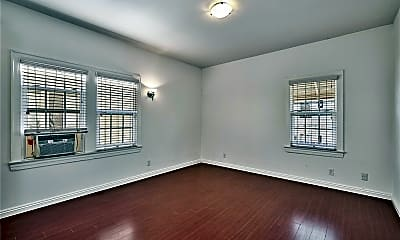 Bedroom, 641 N Plymouth Blvd 2, 2