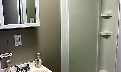Bathroom, 435 Boulevard Ave, 2