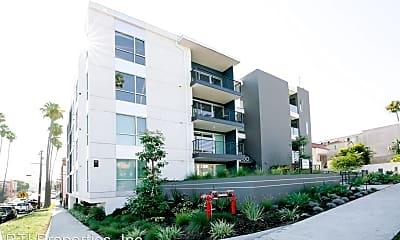 Building, 150 N. Berendo Street, 1