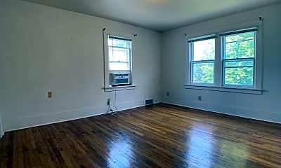 Living Room, 2640 Cottage Grove Ave Apt 3, 0