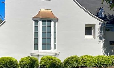 Building, 138 N Laurel Ave, 1