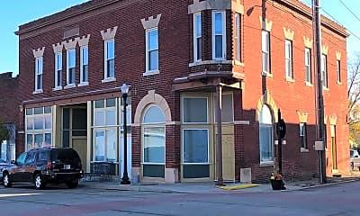 Building, 102 N Main St, 2