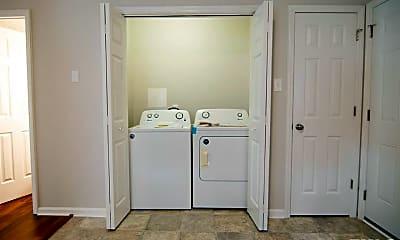 Bathroom, 2223 Summit St 2, 2