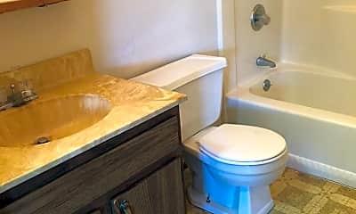 Bathroom, 909 Genrich St, 2