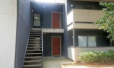 Avenida Crossing Apartment Homes, 2