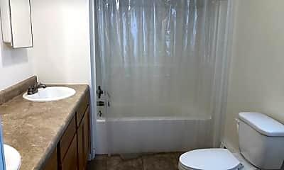 Bathroom, 719 E Monroe St, 2