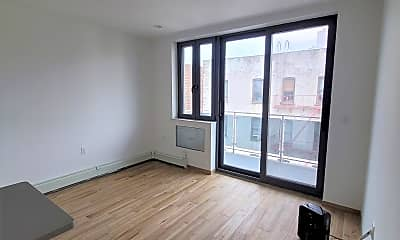 Living Room, 30-79 31st, 1