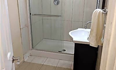 Bathroom, 643 E Broadway, 2