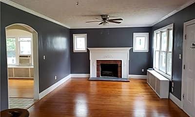 Living Room, 105 Powhatan Pkwy, 1