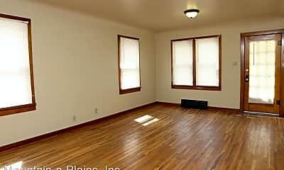 Living Room, 804 W Myrtle St, 1