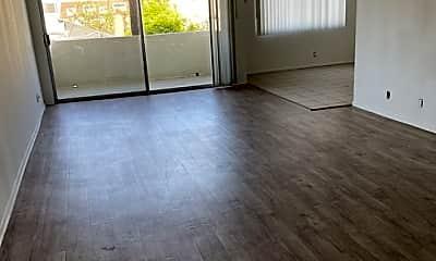 Living Room, 1420 S Oakhurst Dr 305, 1