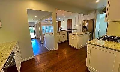 Kitchen, 924 N Reese Pl, 1