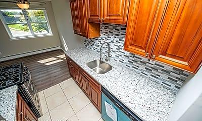 Kitchen, 32 Manchester Ct E, 1