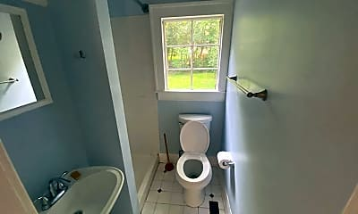 Bathroom, 104 Turner St, 1