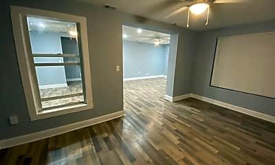 Building, 115 W Myrtle St, 1