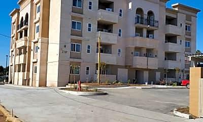 Building, 2209 E 8th St, 1