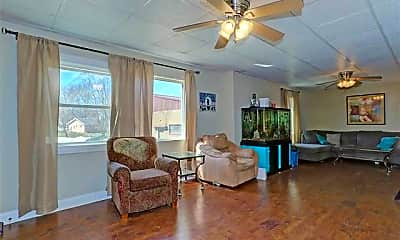 Living Room, 1296 Manitowoc Rd, 1