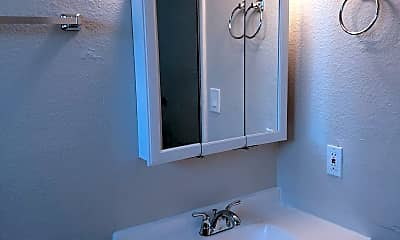 Bathroom, 1680 E Long St, 2
