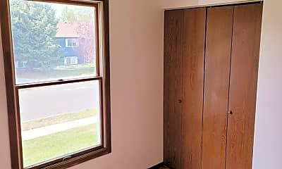 Bedroom, 302 N Yellowstone Ave, 2