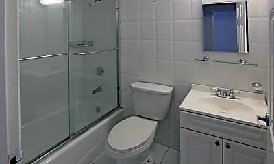 Bathroom, Green Oaks Apartments, 2
