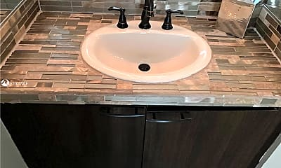 Bathroom, 1000 W Island Blvd 1007, 2