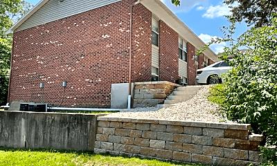 Building, 423 Hutton Ln, 1