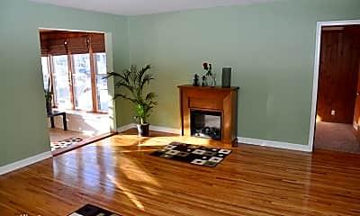 Living Room, 3305 Chippewa Rd, 2