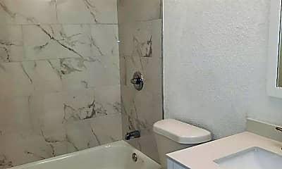 Bathroom, 913 S 13th St, 2